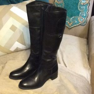 Etienne aigner nwot leather boots